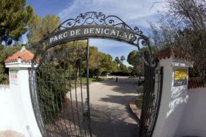 El Ayuntamiento de Valencia reserva el contrato de apertura y cierre de parques a empresas de inserción y centros especiales de empleo